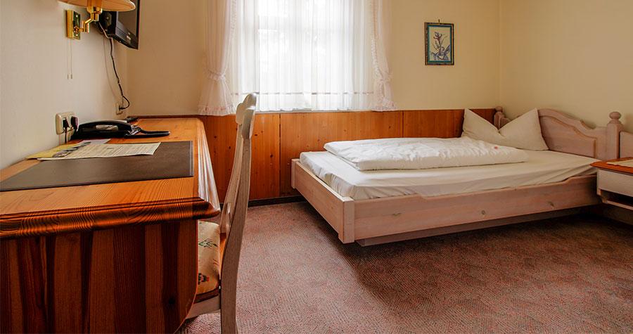 Einzelzimmer mit Bett