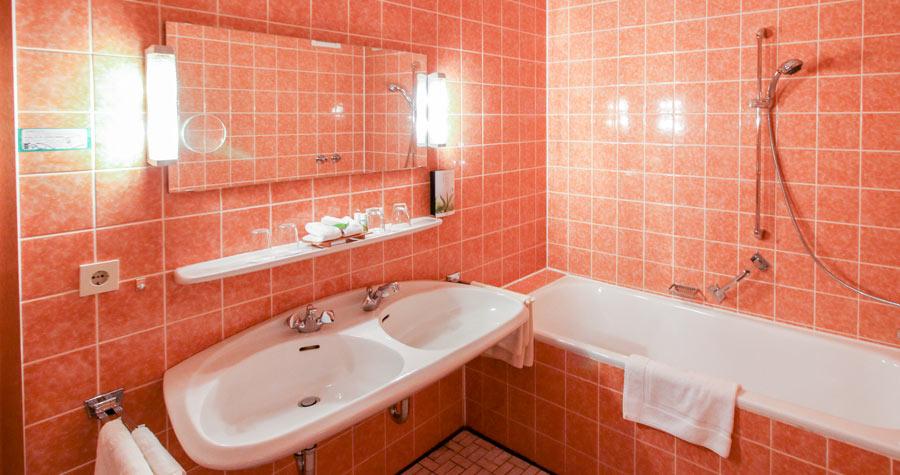 Badezimmer des Familienzimmers im Landhotel